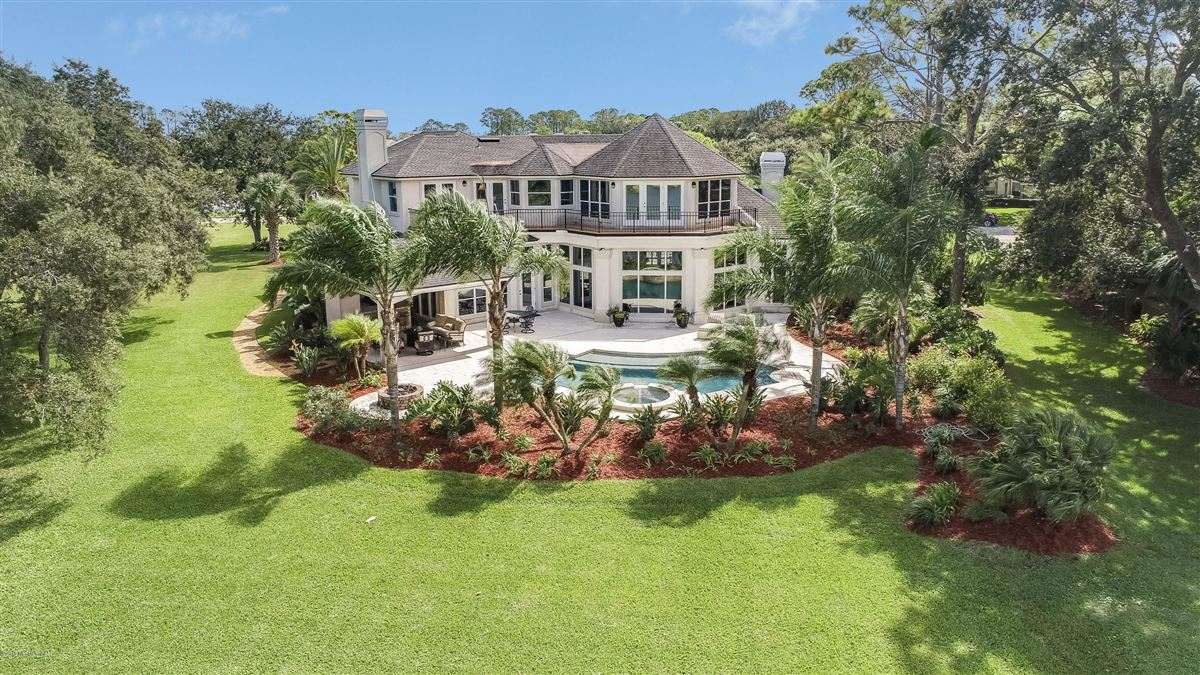 Luxury properties Welcome home to this spectacular lake-front home