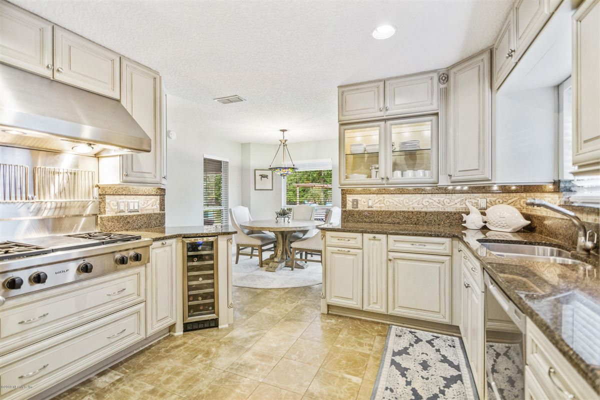 Mansions in Excellence in coastal living