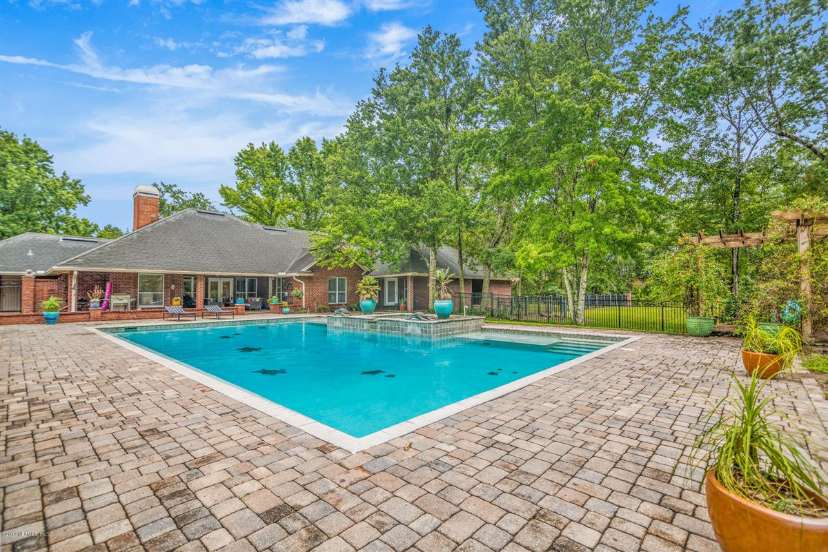 Excellence in coastal living mansions