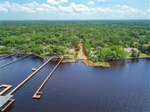 build a new waterfront home luxury homes