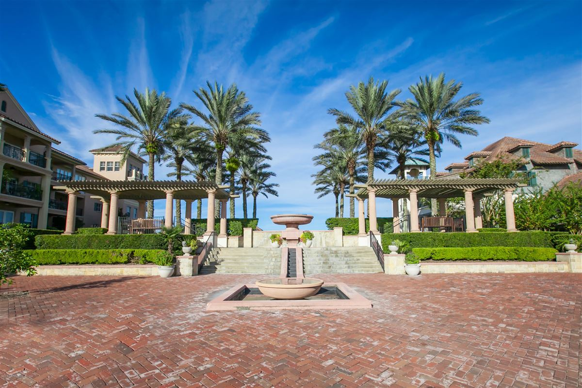 Mansions Luxurious estate home on a private preserve lot