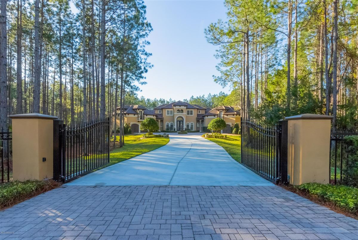 Luxury homes secluded 10 acre estate