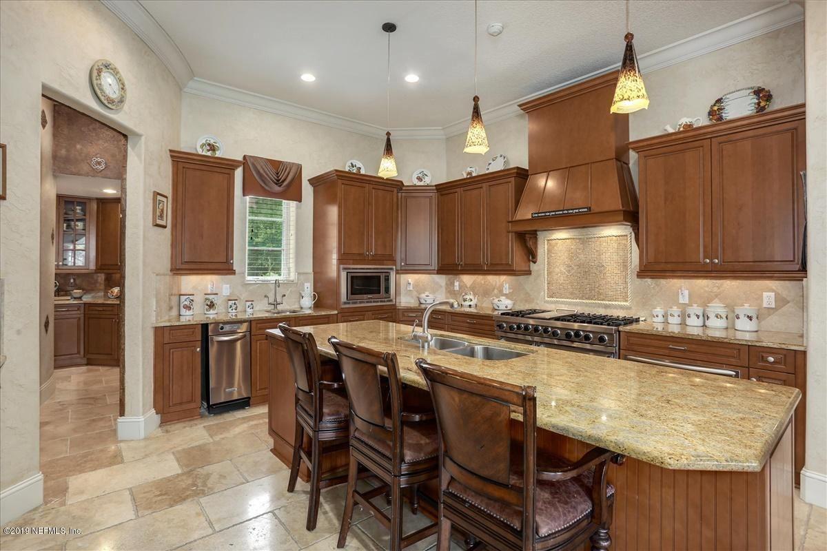 Luxury homes AMAZING NAVIGABLE WATERFRONT ESTATE