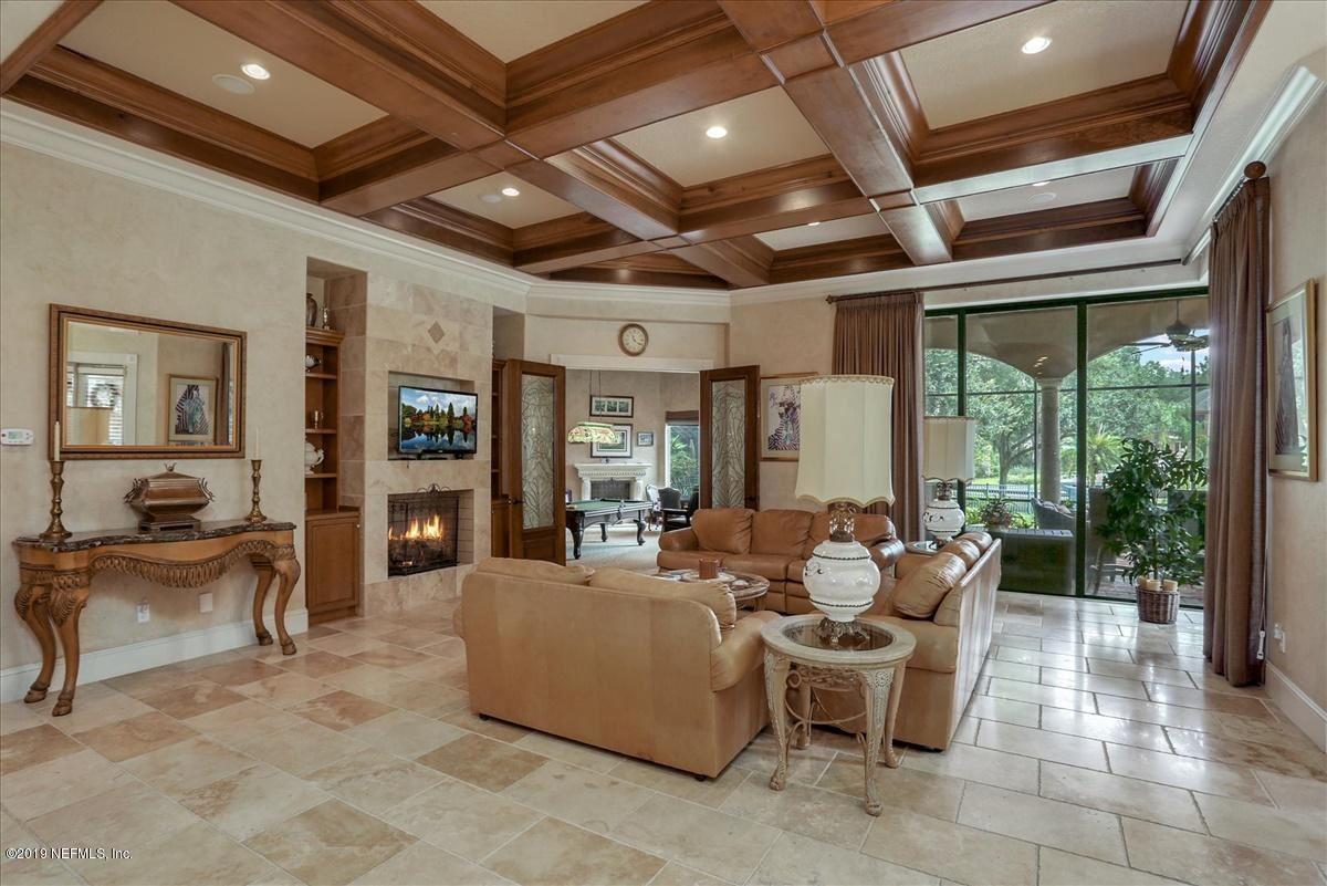 Luxury properties AMAZING NAVIGABLE WATERFRONT ESTATE