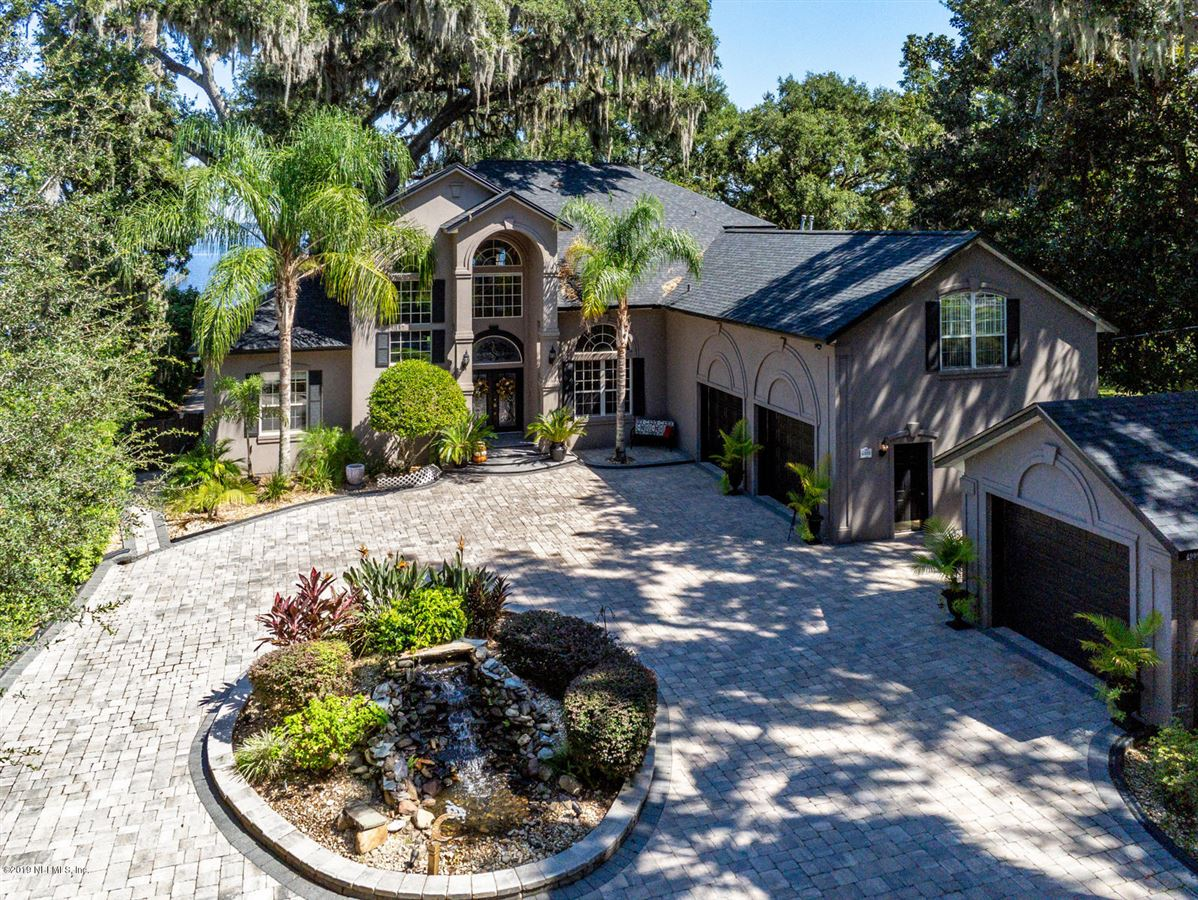 Luxury homes Stunning Riverfront gated home