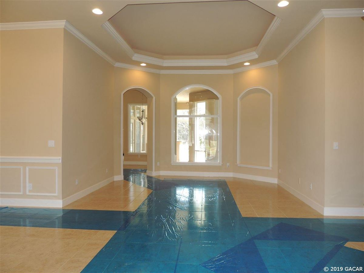 Luxury properties Beautiful 3.56-acre estate located in NW Gainesville
