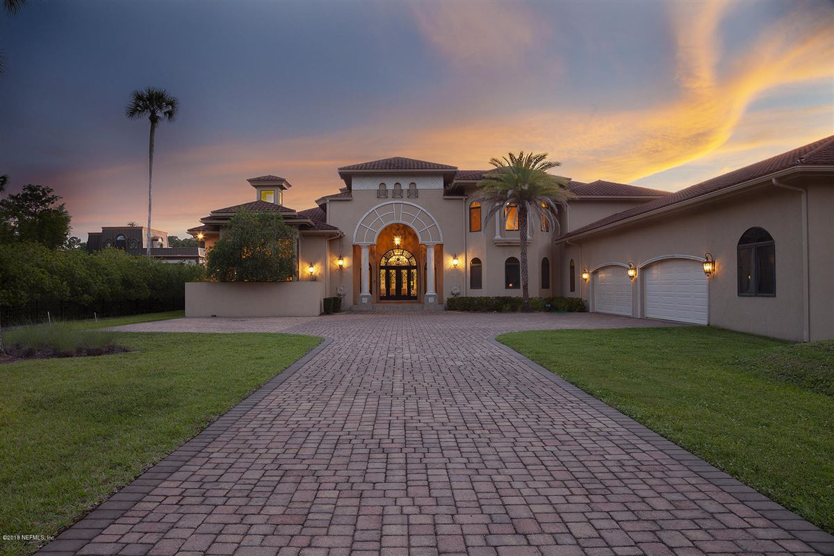 Mansions enjoy the ultimate waterfront living experience