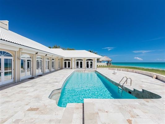Luxury homes in spectacular oceanfront home