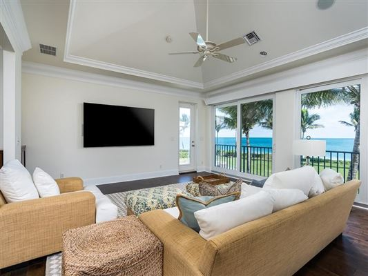 Luxury homes Casually elegant oceanfront home in vero beach