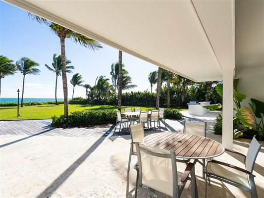 Mansions in Casually elegant oceanfront home in vero beach