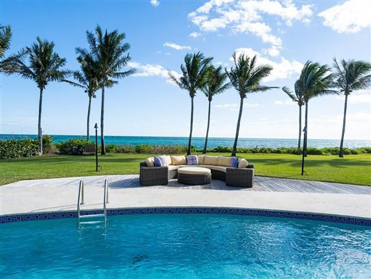 Luxury homes Casually elegant oceanfront home in vero beach