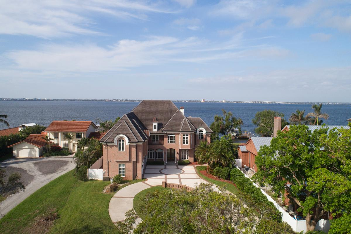stunning mansion on 1.49 acres  luxury homes
