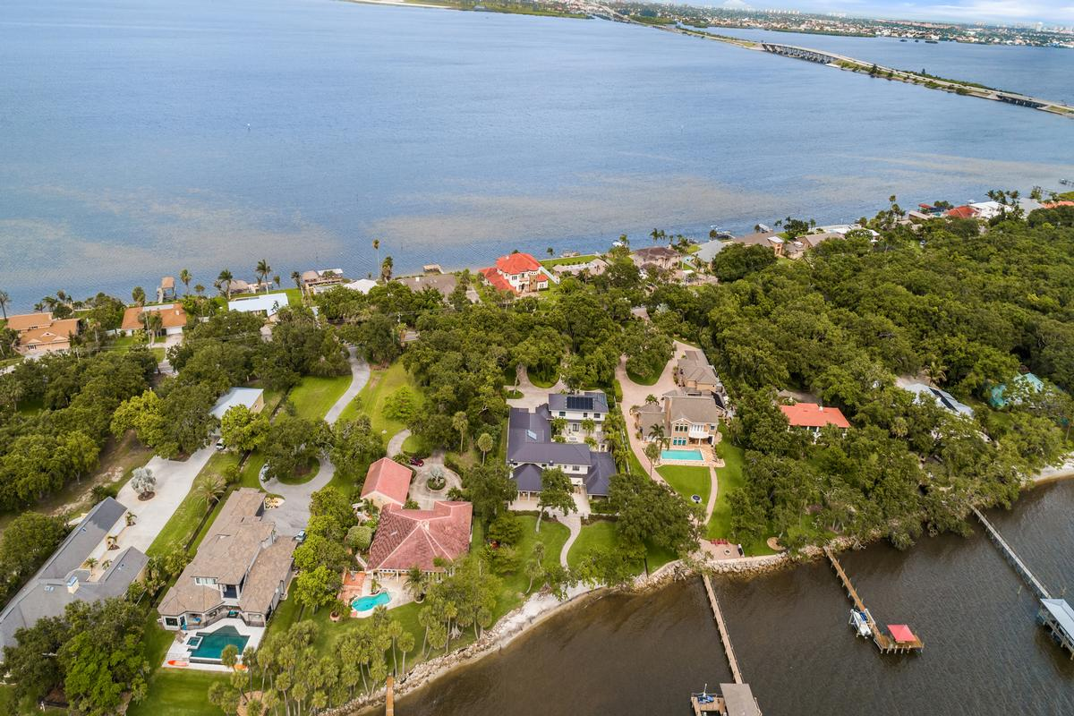 Mansions spectacular gated riverfront home