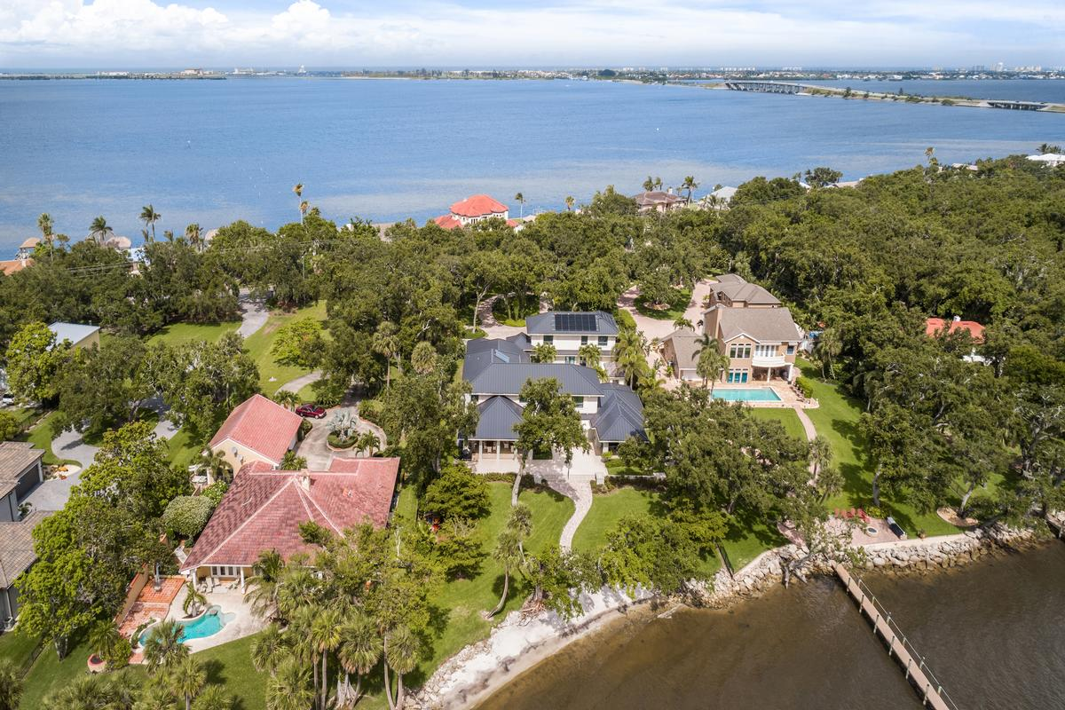 spectacular gated riverfront home mansions
