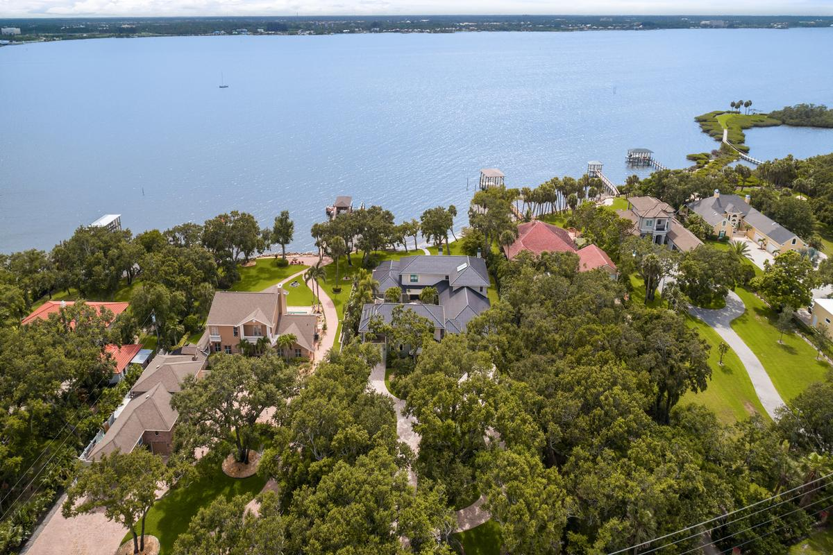 Mansions in spectacular gated riverfront home