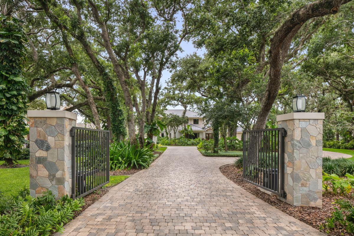 Luxury homes spectacular gated riverfront home