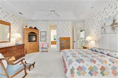Luxury homes Pristine custom lakefront home