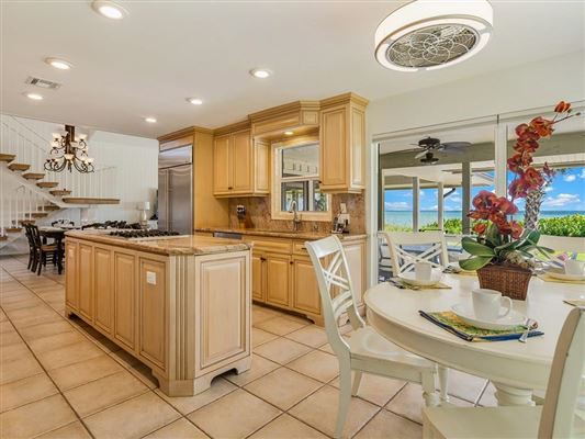 Mansions casual and comfortable oceanfront getaway