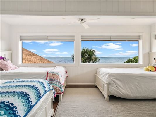 Luxury homes casual and comfortable oceanfront getaway