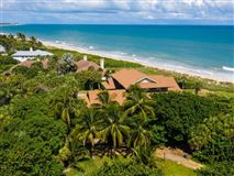 casual and comfortable oceanfront getaway mansions