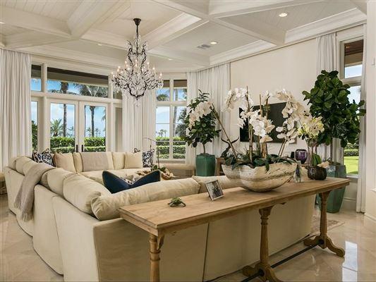 Mansions Elegantly relaxed seaside estate