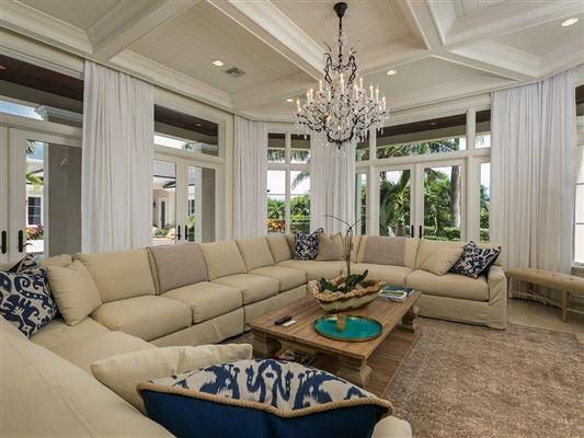Elegantly relaxed seaside estate mansions