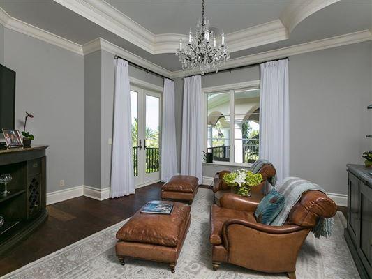Luxury homes Elegantly relaxed seaside estate