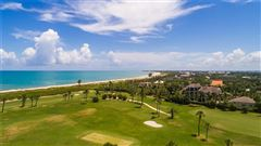 Mansions in Elegantly relaxed seaside estate