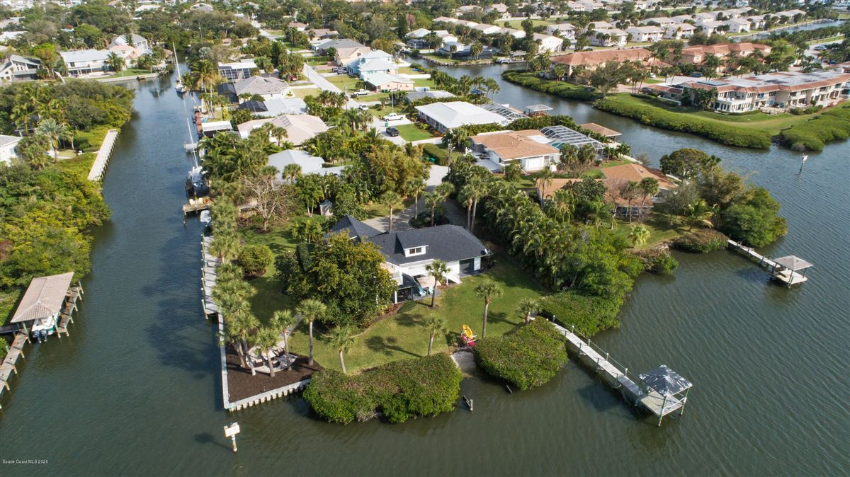Luxury homes in Exquisite Indian River Point Lot