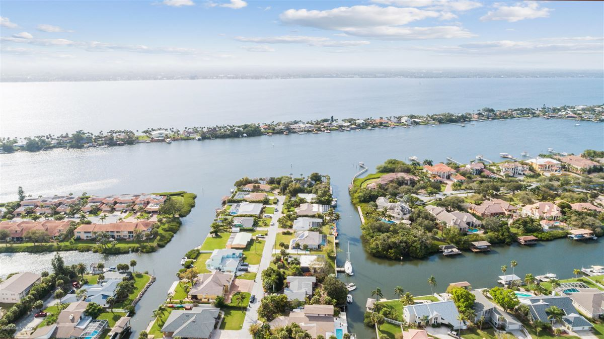 Mansions in Exquisite Indian River Point Lot