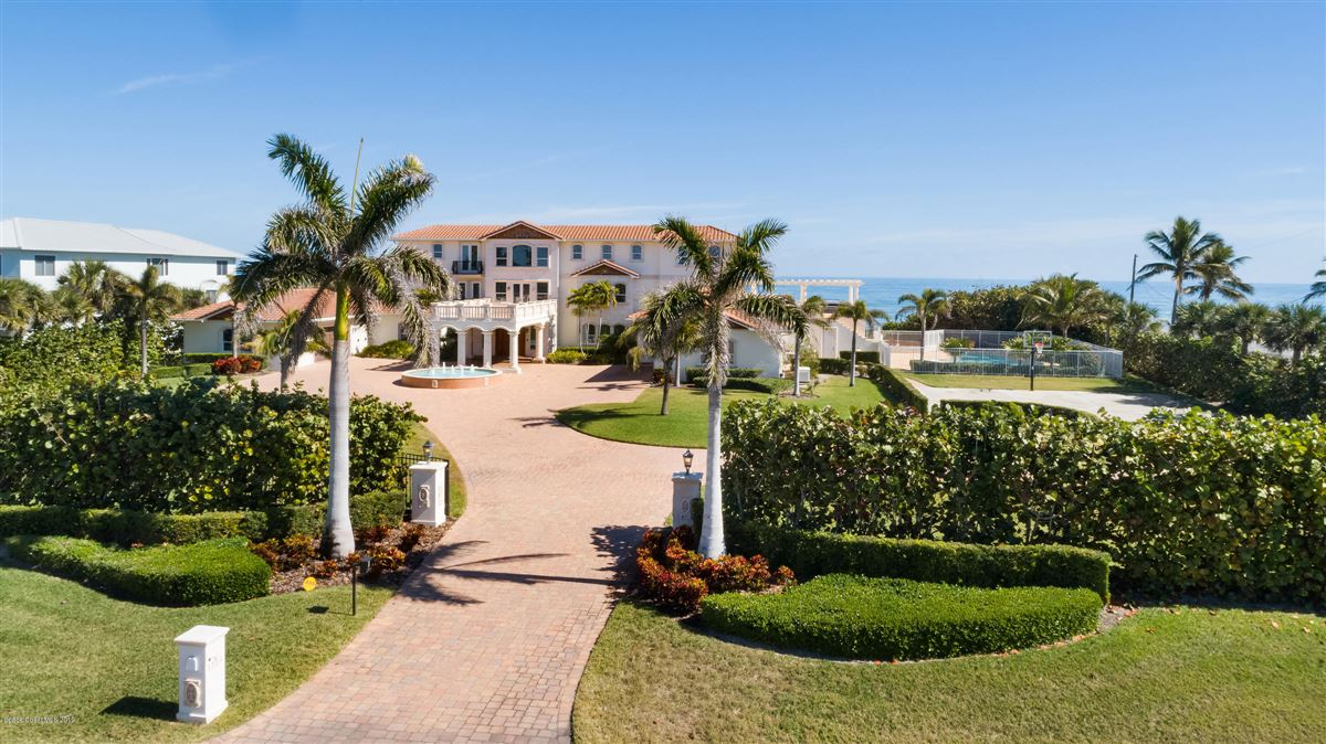 Luxury homes in majestic oceanfront estate