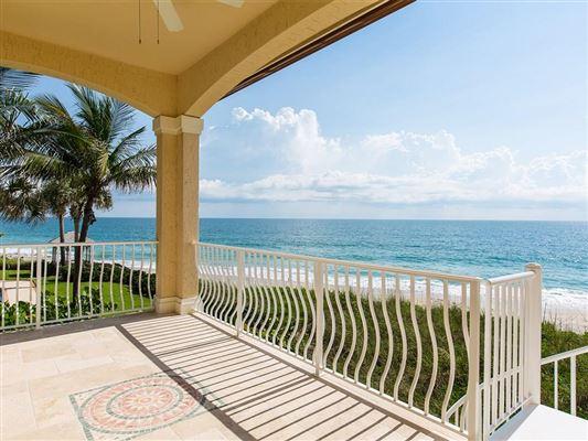 Mansions sweeping views of the ocean