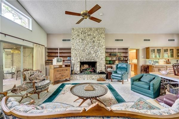 Classic Farmhouse on 58 acres of Ranch Land mansions