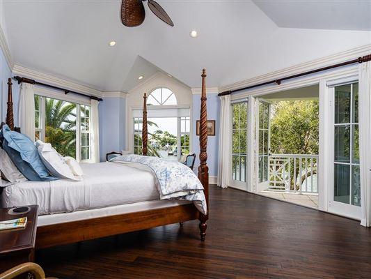 Luxury homes Idyllic waterfront home in vero beach