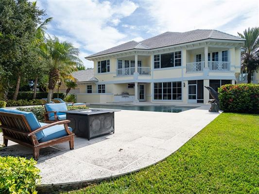 Mansions in Idyllic waterfront home in vero beach