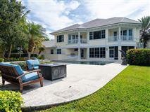 Luxury real estate Idyllic waterfront home in vero beach