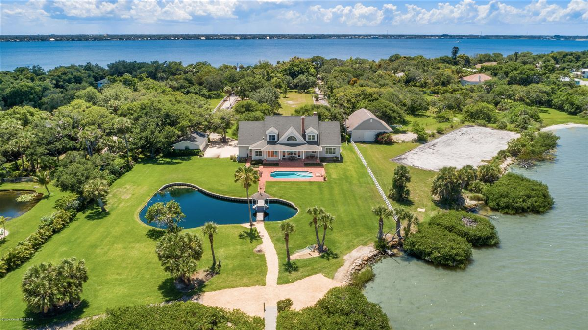 Luxury real estate River to river gated property