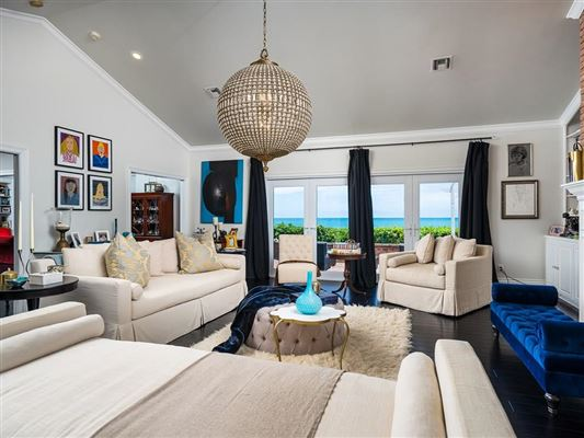 Expansive oceanfront estate luxury homes