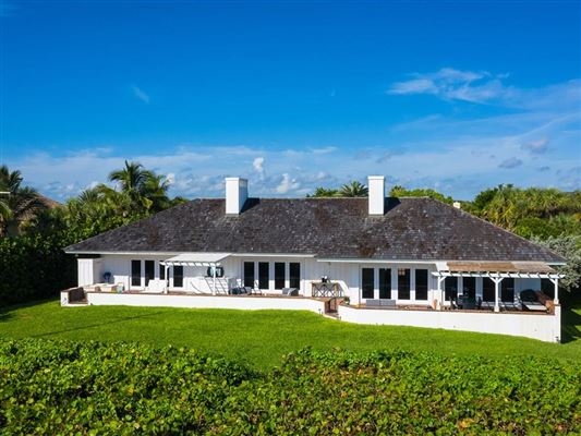 Luxury homes Expansive oceanfront estate