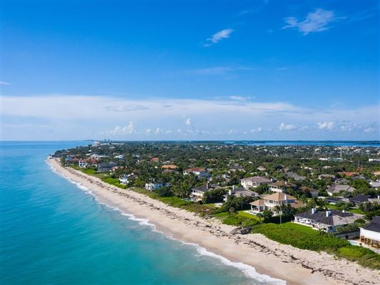 Expansive oceanfront estate luxury real estate