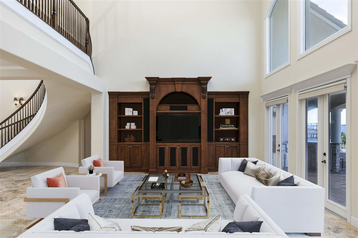 Luxury homes Refined Indian River Estate