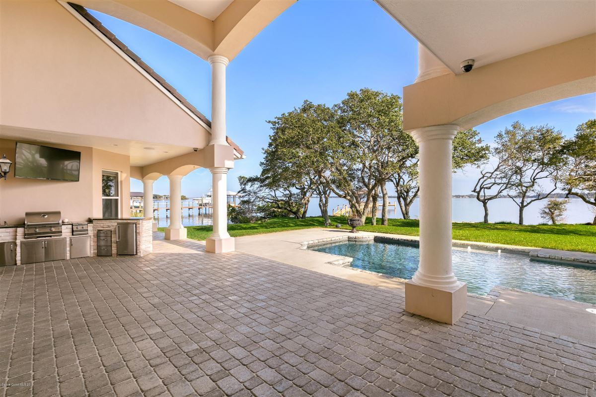 Refined Indian River Estate mansions