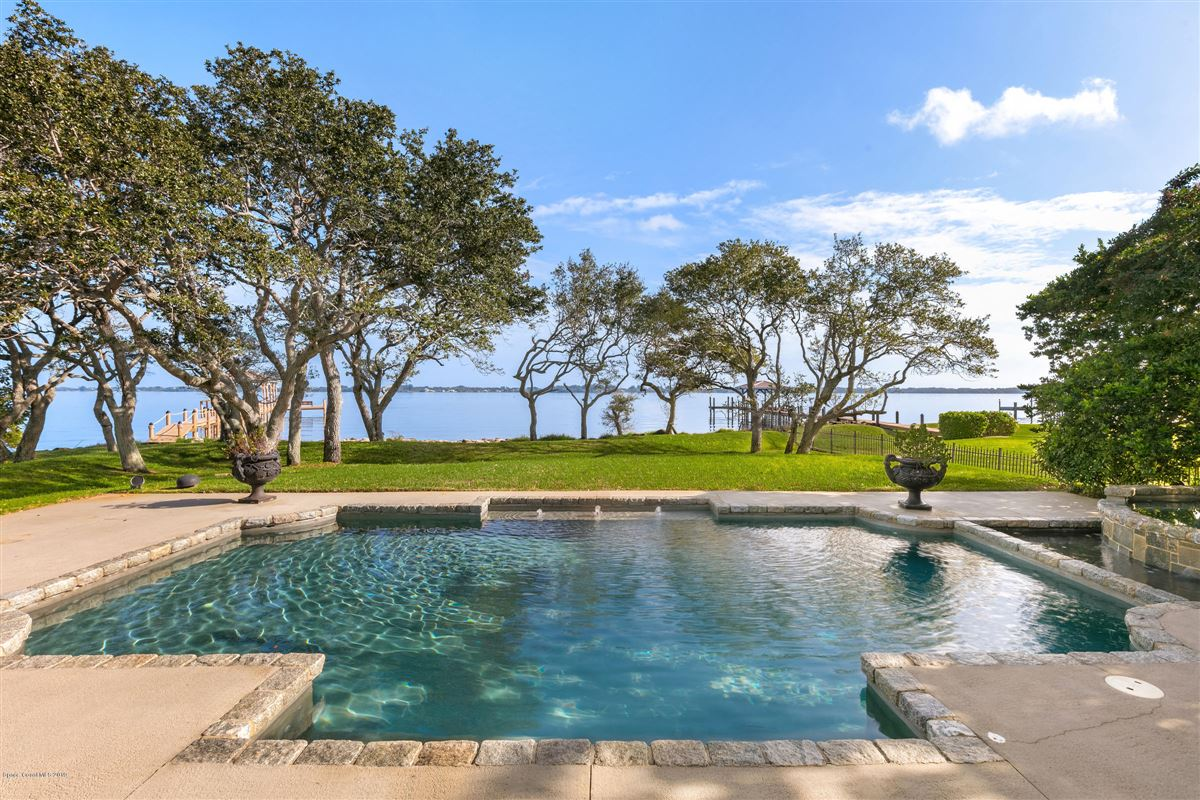 Mansions in Refined Indian River Estate