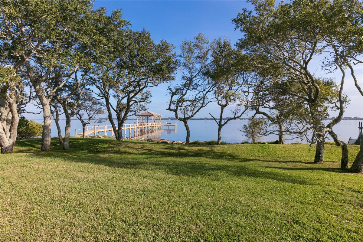 Luxury properties Refined Indian River Estate
