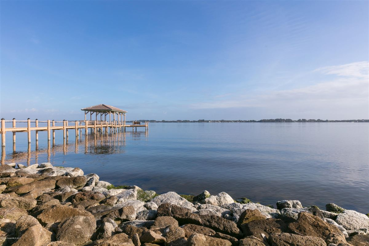 Luxury homes in Refined Indian River Estate