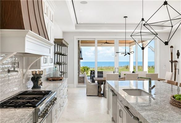 Mansions Exquisitely built oceanfront home
