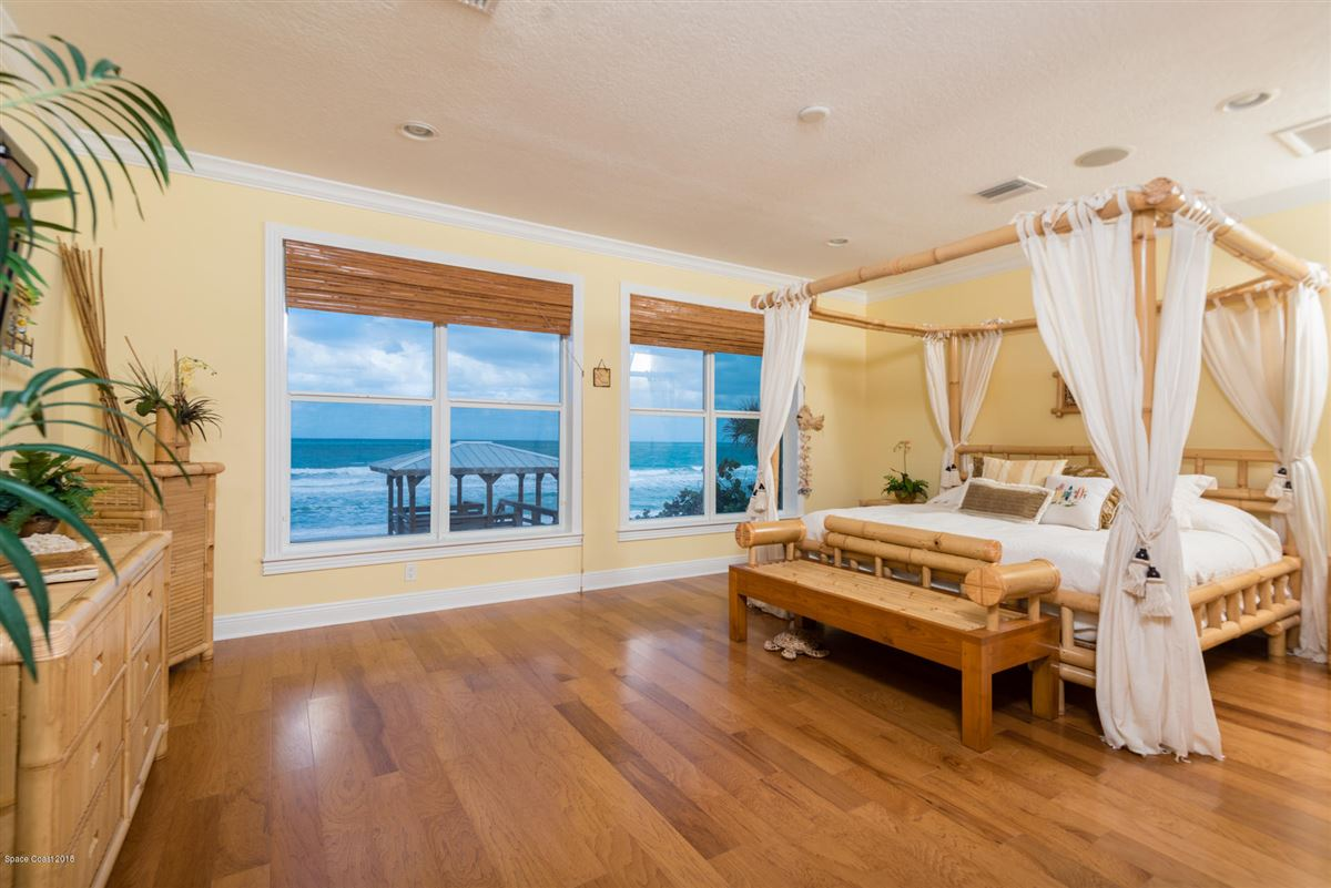 Mansions in Breathtaking Oceanfront beach style