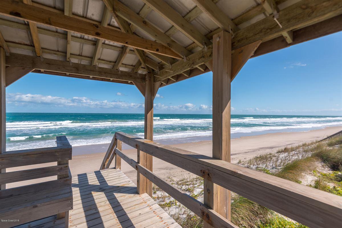 Luxury homes Breathtaking Oceanfront beach style