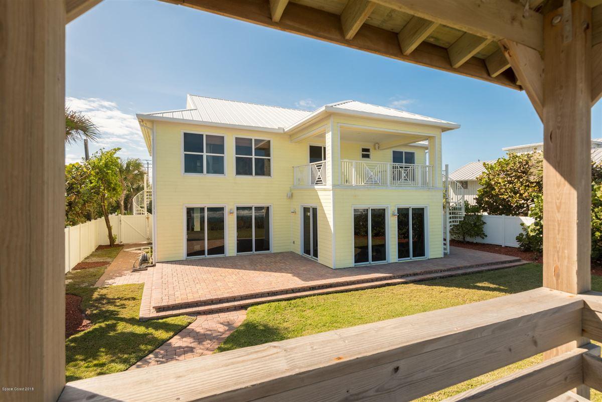 Breathtaking Oceanfront beach style luxury homes