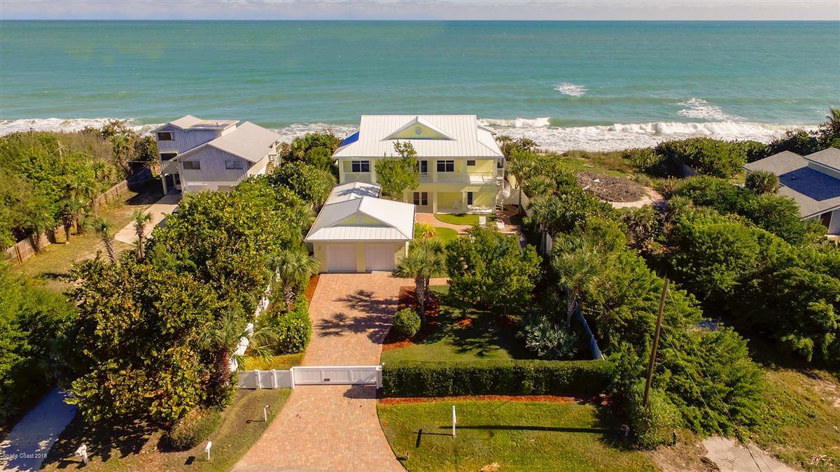 Luxury homes in Breathtaking Oceanfront beach style